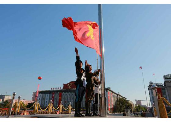 Uskutočnila sa vojenská prehliadka a masová demonštrácia pri príležitosti výročia založenia KSP