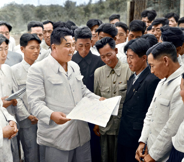 Kim-Il-Sung-conversing-with-workers-of-the-Hwanghae-Iron-and-Steel-Works