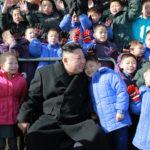 Kim Čong Un zkontroloval nově postavenou sirotčí školu