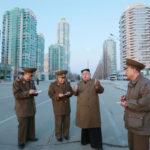 Kim Čong Un znovu zkontroloval staveniště ulice Rjomjong