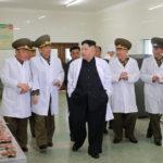 Kim Čong Un zkontroloval Thečchonskou prasečí farmu vzdušných a protivzdušných sil