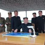 Kim Čong Un vedl odpálení balistické rakety strategických sil KLA nad Japonsko