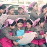 Přádelna Kim Čong Suk zlepšuje práci