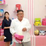 Soudruh Kim Čong Un navštívil Wonsanskou továrnu vojenských invalidů na výrobu tašek