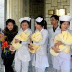 Požehnaná trojčata opustila pchjongjangskou porodnici