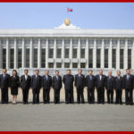 Vážený najvyšší vodca súdruh KIMČONGUN sa odfotografoval s členmi Najvyššieho ľudového zhromaždenia a riadiacich orgánov strany a štátu