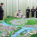 Soudruh KIM ČONG UN vedl generální plán výstavby měst Kanggje a Manpcho