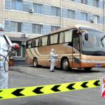Velké úsilí o zabránění proniknutí COVID-19: žádný nakažený na severu, tisíce na jihu Koreje