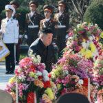 Soudruh KIM ČONG UN navštívil hřbitov čínských lidových dobrovolníků