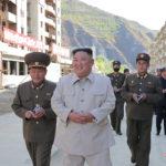 Soudruh KIM ČONG UN navštívil obnovovanou oblast Komdok